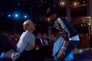 pharrell-williams-oscars-happy-performance-2014